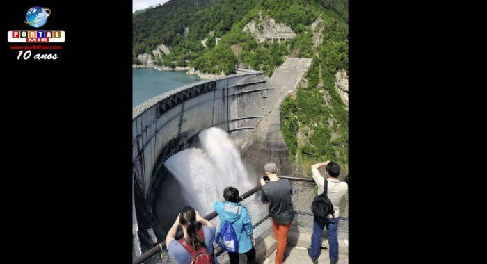 &nbspEspectáculo de agua en famosa represa de Toyama atrae un grande número de visitantes
