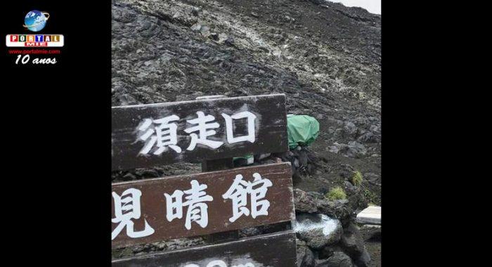 &nbspSeñalizaciones indicando rutas incorrectas y peligrosas aparecen en el Monte Fuji