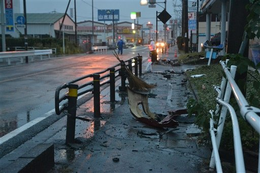 Accidente de carro mata 2 brasileños y deja un herido