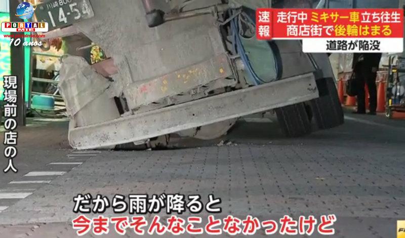 &nbspEstruendo asustador causó camión que se hundió en la calle