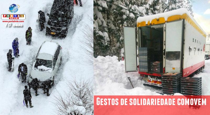 Solidaridad en la nevada: comida calientita y panes para los conductores