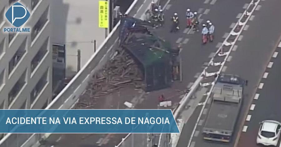 Camión se volcó en la vía expresa en Nagoya