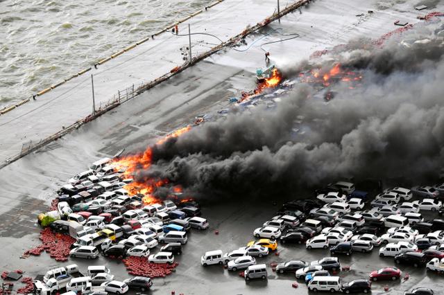Incendio gigantesco: 100 vehículos en Hyogo